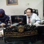 Prof. Dr. Ir. J. Andy Hartanto,SH,MH,MMT,SpN tengah memandu acara Webminar