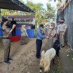 Ketua Pengda IPPAT Kab. Magelang. R. Giardi Suharjanto,SH,M.Kn serahkan hewan kurban disaksikan Kepala BPN Kab. Magelang, Drs. Suwito,SH,M.Kn