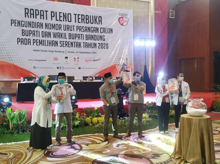 Rapat Pleno Terbuka Pengundian Nomor Urut Paslon Bupati dan Wakil Bupati Bandung