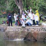 Pelepasan 4.300 benih ikan ke Situ Cikaret, Cibinong,Bogor