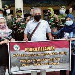 Pengurus Pusat Notaris Muslim Indonesia, bagian Pengabdian Masyarakat yang juga Notaris-PPAT Pati, AB. Purwanto,SH,M.Kn berfoto bersama di Posko Relawan Peduli Korban Banjir Pati