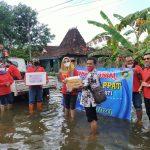 Bhakti sosial INI - IPPAT Pengda Pati Peduli Korban Banjir di desa Ngastorejo