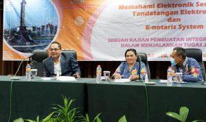 Dr. Bambang Tri Bawono,SH,MH, Sekretaris Prodi Magister Kenotariatan Universitas Islam Sultan Agung (UNISSULA) Semarang tengah memberikan paparannya di acara Seminar Nasional Pengwil Jawa Tengah INI