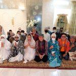 Otty Hari Chandra Ubayani,SH,SpN,MH Bersama Majelis Ta'lim Istiqomah GelarBukber dan Santunan Anak Yatim Piatu di OH Center Jakarta Selatan pada Kamis (29/4/2021)