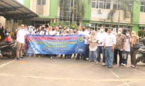 Keluarga Besar Notaris-PPAT Kabupaten Batang beserta seluruh Staf/Karyawan Foto bareng Usai Vaksinasi Tahap Pertama pada Rabu (9/6/2021) lalu