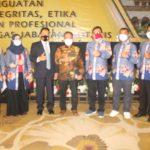 Panitia Seminar Pengwil Jawa Tengah INI Foto bersama Dr. Widhi Handoko,SH,SpN dan Taufik SH,SpN,M.Kn (Ketua Bidang Organisasi PP INI)