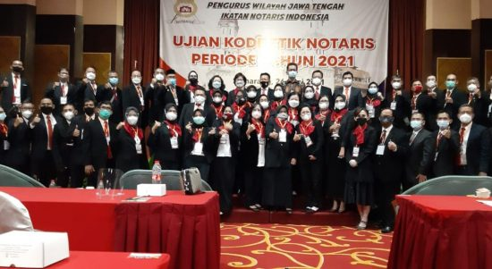 Panitia , Penguji dan Pengawas Ujian Kode Etik Notaris Periode Tahun 2021 Jawa Tengah Foto Bersama Usai acara