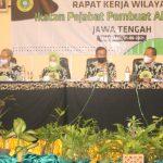 Plh. Ketua Pengwil IPPAT Jawa Tengah, Aris Widhihidayat,SH memimpin Jalannya Rakerwil didampingi SekretarisPengwil IPPAT Jateng, Herlina,SH,MH dan Wakil Ketua PengwilIPPAT Jateng, Ahmad Natsir,SH,SpN