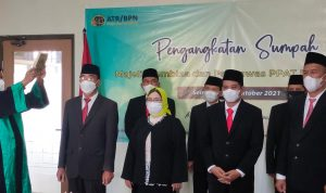 Rohaniawan tengah melakukan Pengangkatan Sumpah Majelis Pembina dan Pengawas PPAT Daerah (MPPPD) Kabupaten Klaten pada hari Rabu (13/10/2021) lalu